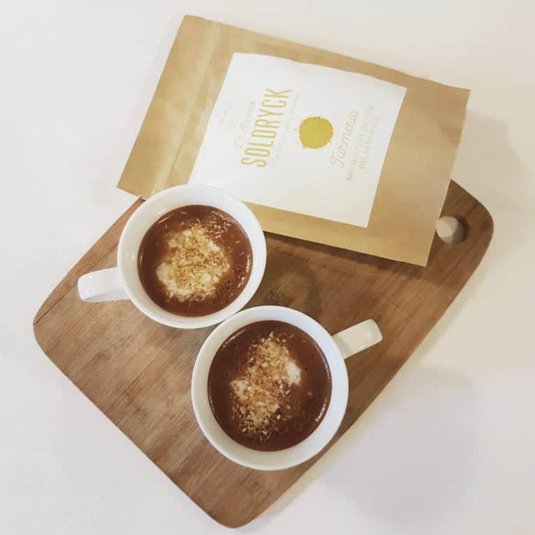 Recept: Ljummen chokladdryck med kokos & gurkmeja