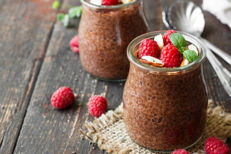 recept chocolate banana chia pudding med peanutbutter crunch